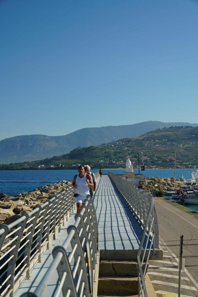 Agropoli Hafenmauer Sport