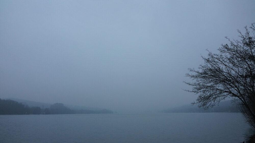 Nebel und Niesel am See