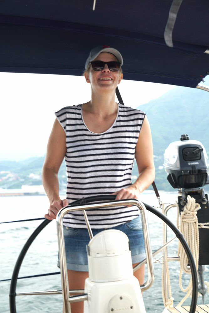 Segeln nach Capri Katharina am Ruder