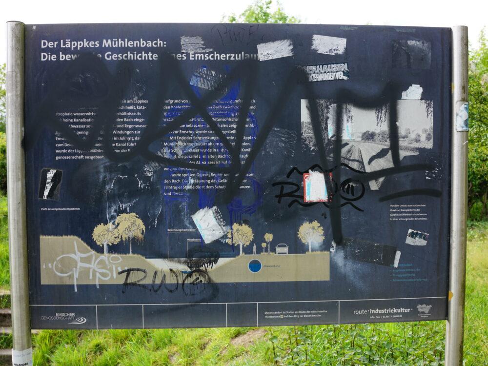 Info-Tafel, beschmiert, Läppkes Mühlenbach