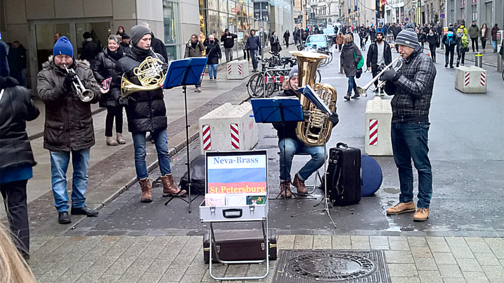 Neva Brass in der Fußgängerzone