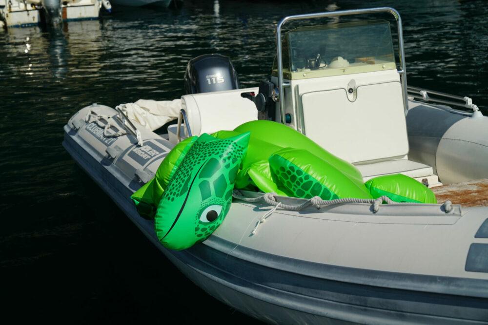 Maratea Freizeitboot Badeschildkröte