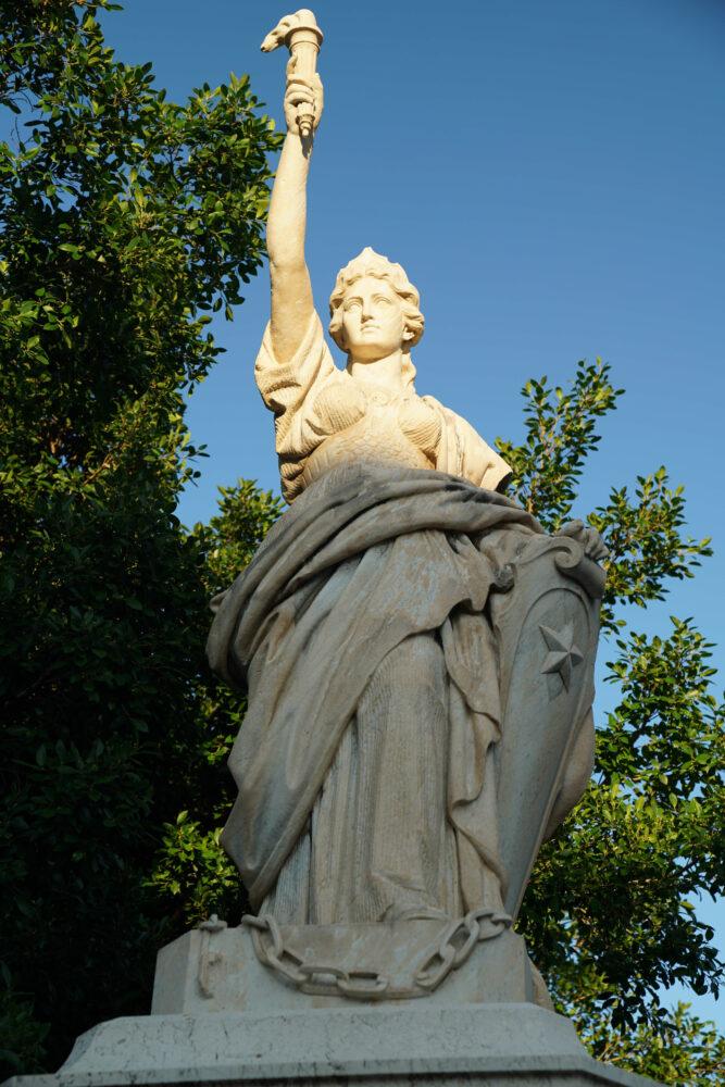 Statue Eisverkäuferin