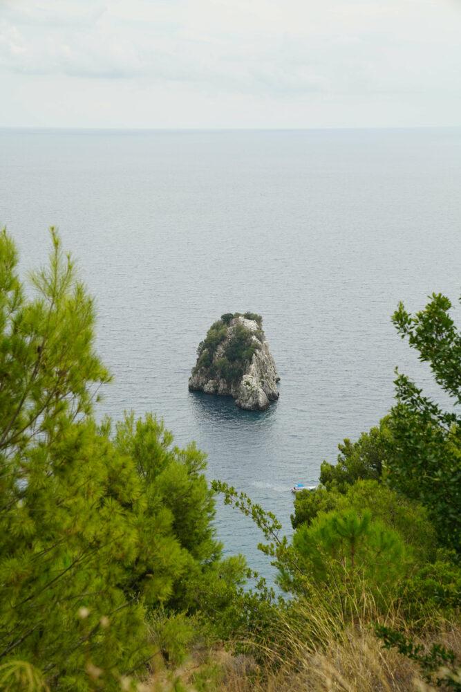 Palinuro Blick auf Felsen im Wasser