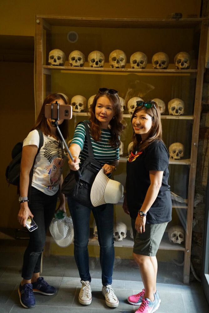 Pompeji Selfie mit Schädeln