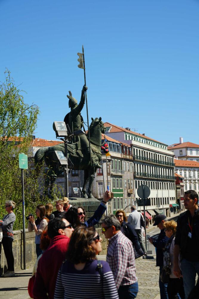 Porto Ritterstatue vor Vimara Peres