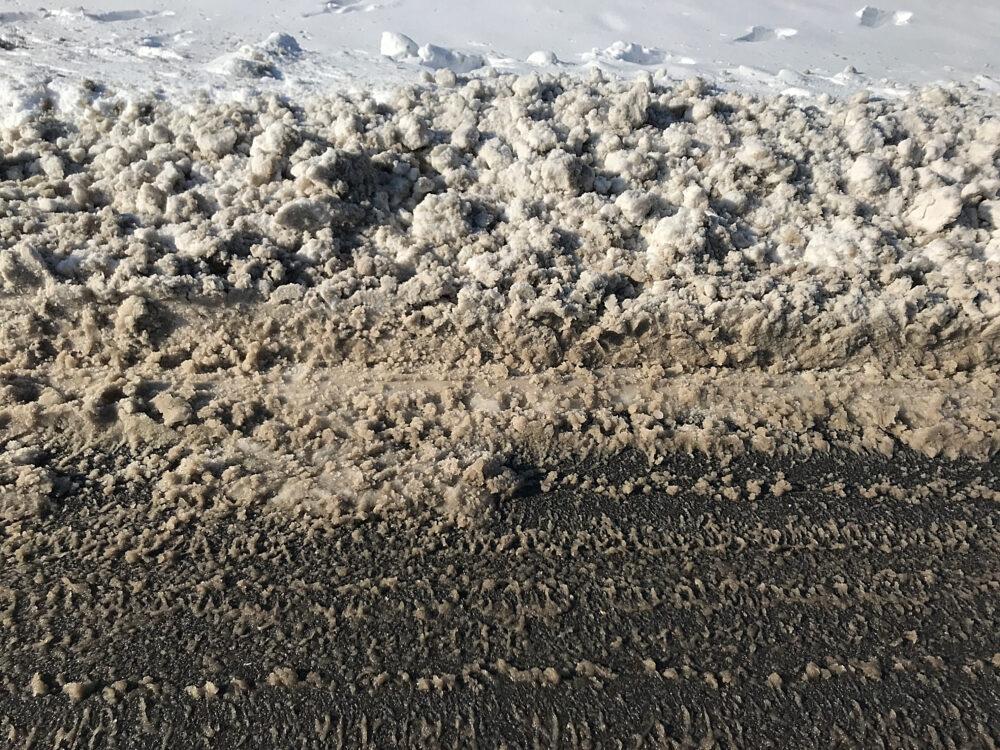 Schneematsch, Reifenspur